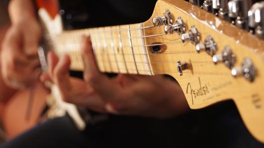 最初に買うギターは何でもいいが、有名なメーカーが無難
