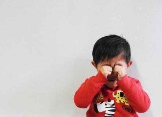 寝愚図りがひどい?1歳になった子供が寝る前や寝た後に急に泣き叫ぶ